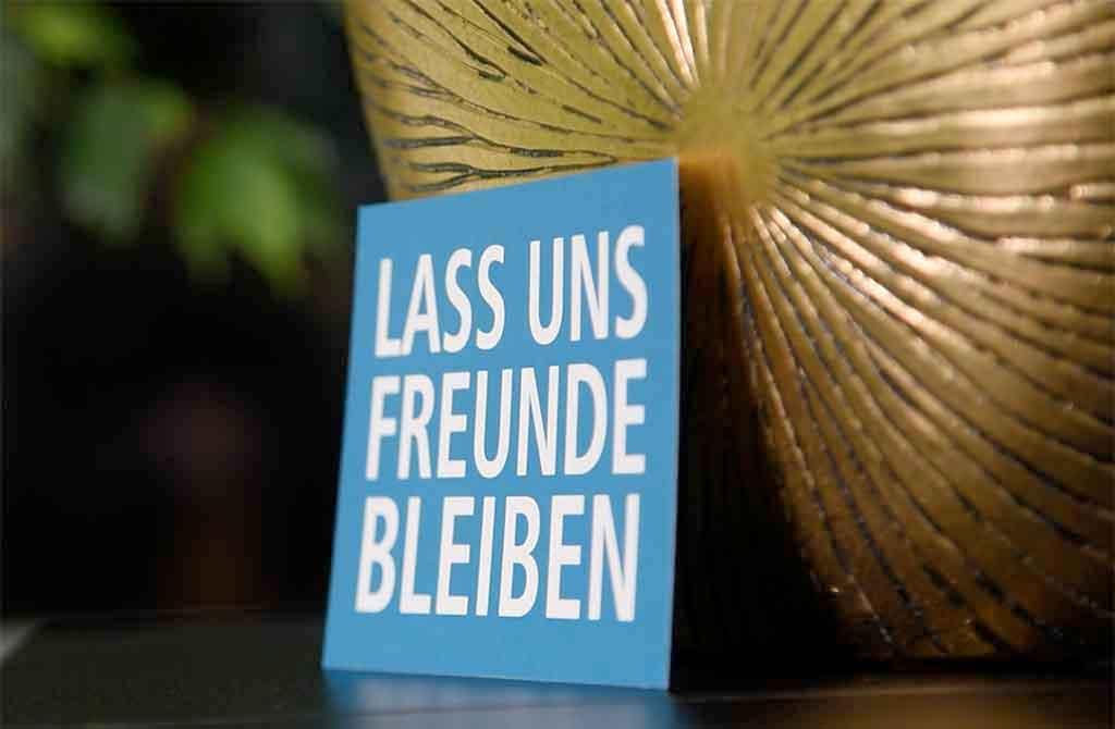 Postkarte Lass uns Freunde bleiben vom Lokal-Forum e.V.